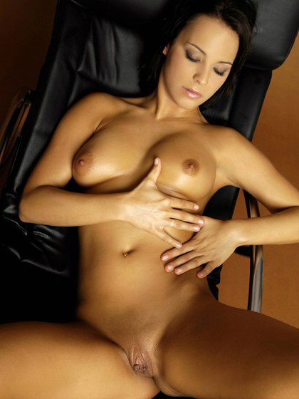 Luscious Brunette Oiled Up And Masturbating
