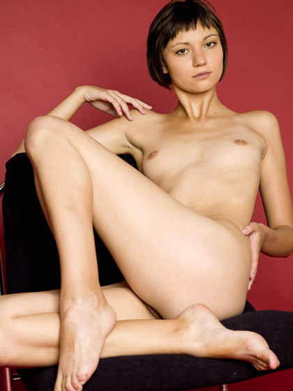 Sexy Short Haired Naked Amateur Beauty