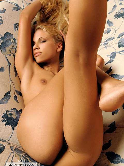 hot little blond model with hot body